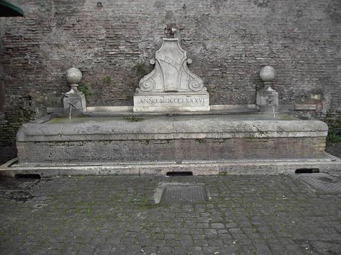 Bebedero a las afueras de Porta del Popolo, Roma.