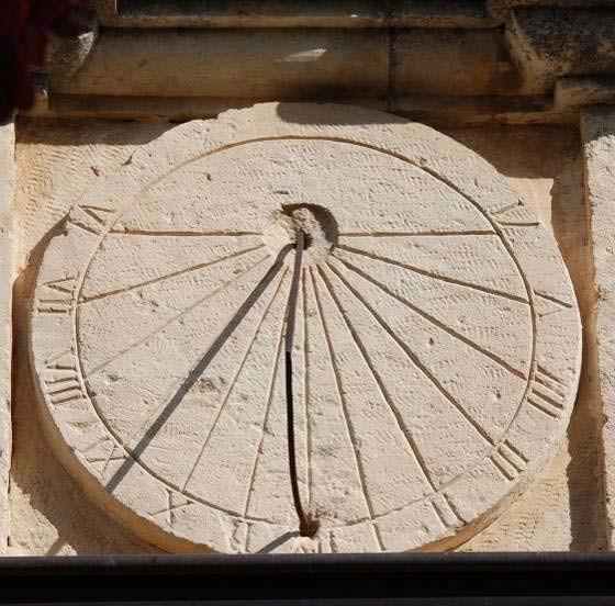Reloj de sol romano (antiguo, pero ya con una forma circular)