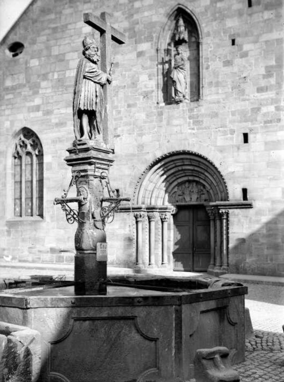 Kaysersberg, Fontaine Constantin - 1936 - Fonds Blumer 8 Z 1310 - Archives de la Ville et de l'Eurométropole de Strasbourg