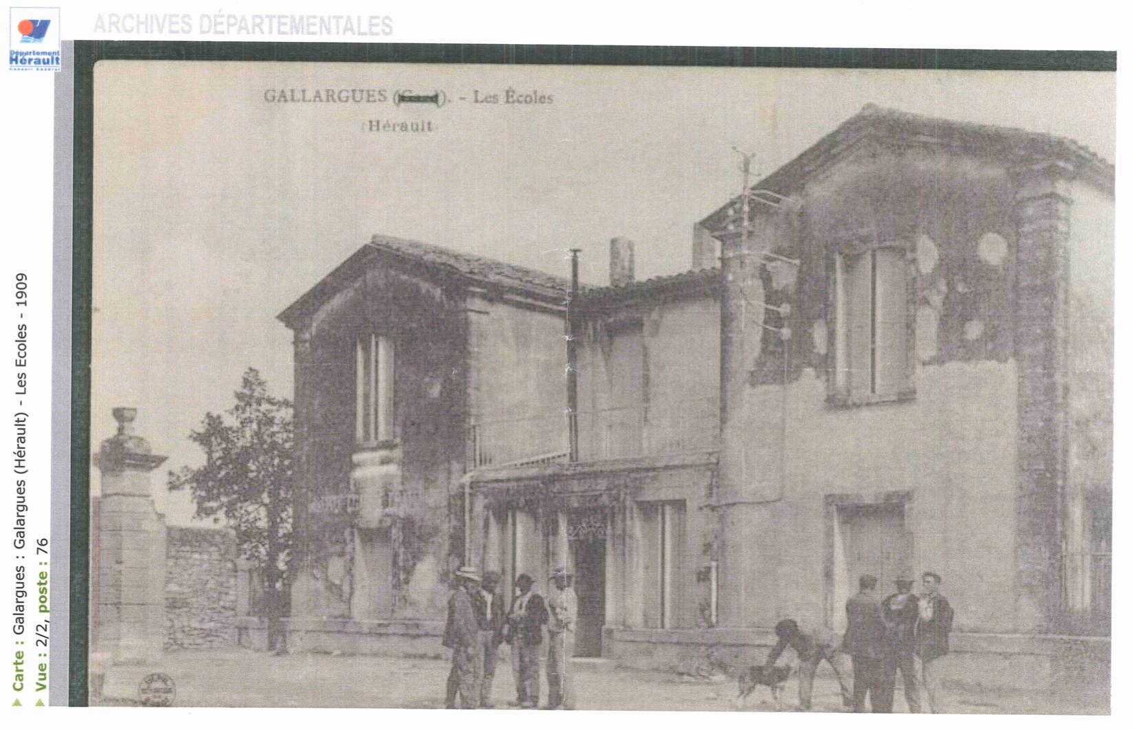 Les écoles, place de la Mairie