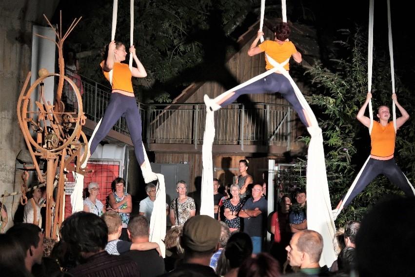 Atemberaubend die Akrobatik-Show der Herznacher Turnerinnen und Turner am Silo.