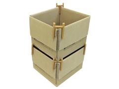 ダンボールの4つの角に使用することで、同サイズの箱を重ねる(スタッキング)ことができます。 フタを閉めないので、取り出しにも便利です。