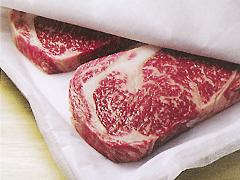 ステーキ肉の保存に。素材からドリップや余分な水分を適度に取り除き、潤いと鮮度を保ってくれます。