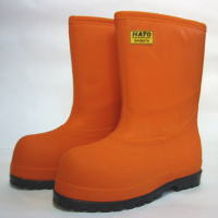 この長靴はマグロの冷凍加工場内で、作業によく見られる長靴一万円を越える宝物。