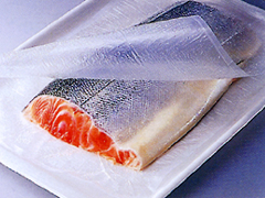生鮮魚のフィレの輸送・流通に。ピチットで段重ねにして。