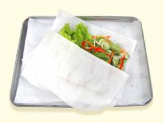 野菜の水切りに。素早く水を吸収、保湿します。