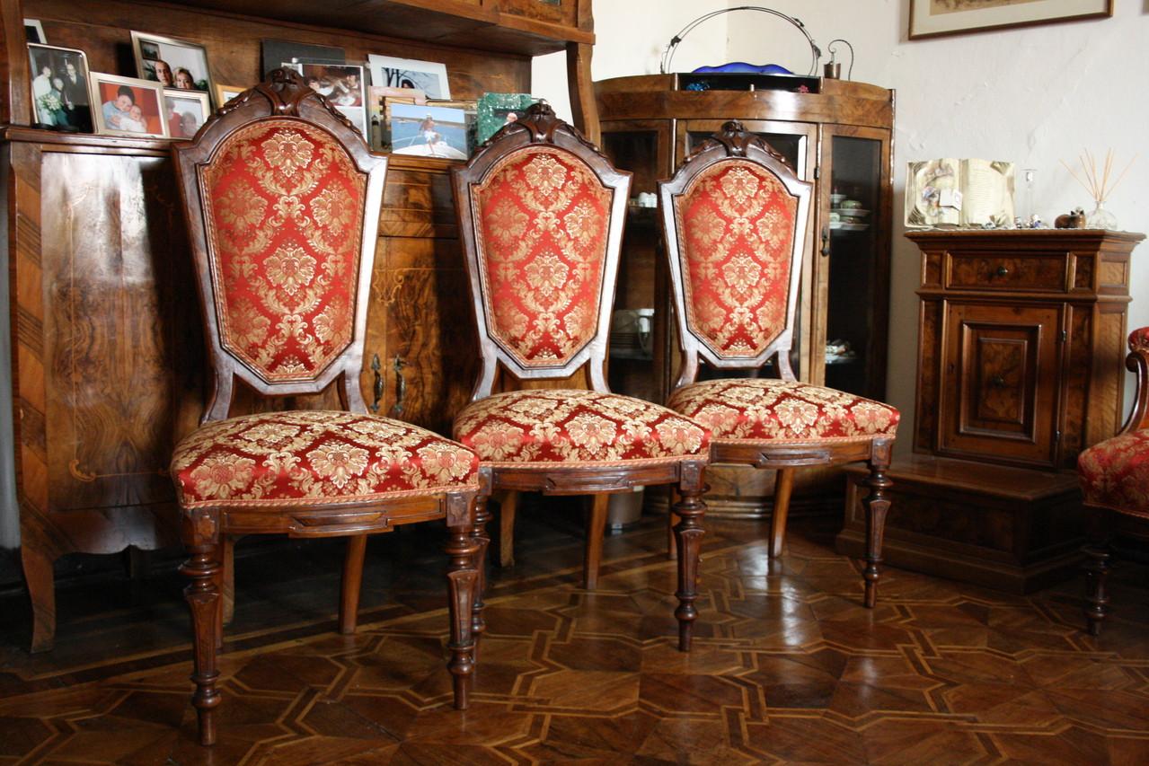 sedie rifacimento di tradizione classica con molle e linaccio legato a mano