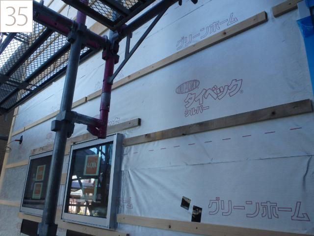 35.構造部材をシートをで覆い遮熱・断熱効果を高めます。