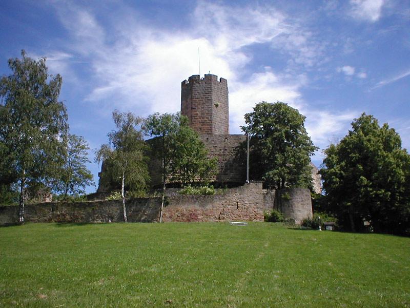 Burg Steinsberg  |   Bild von p.schmelzle - Eigenes Werk, CC BY-SA 2.5, https://commons.wikimedia.org/w/index.php?curid=2133748