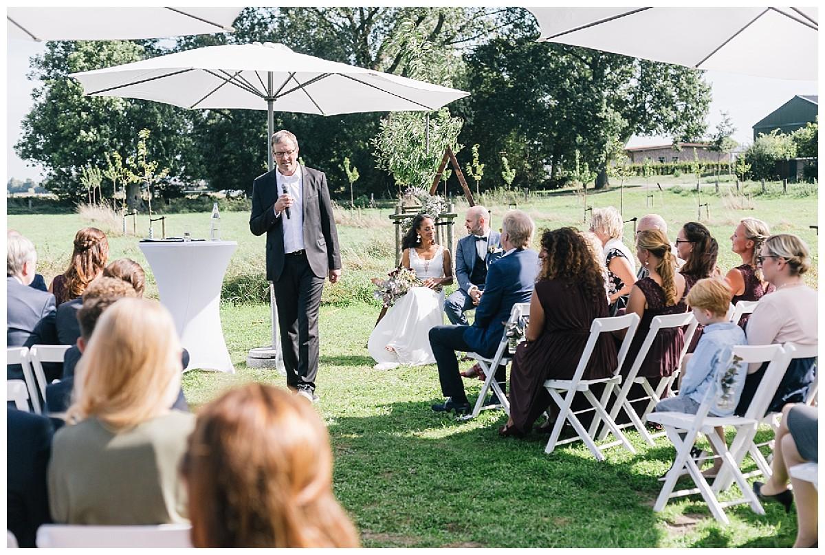trauredner Martin Lieske Neimeshof Kempen boho Hochzeit freie Trauung Scheunenhochzeit Hochzeitsfotograf Niederrhein Jane Weber