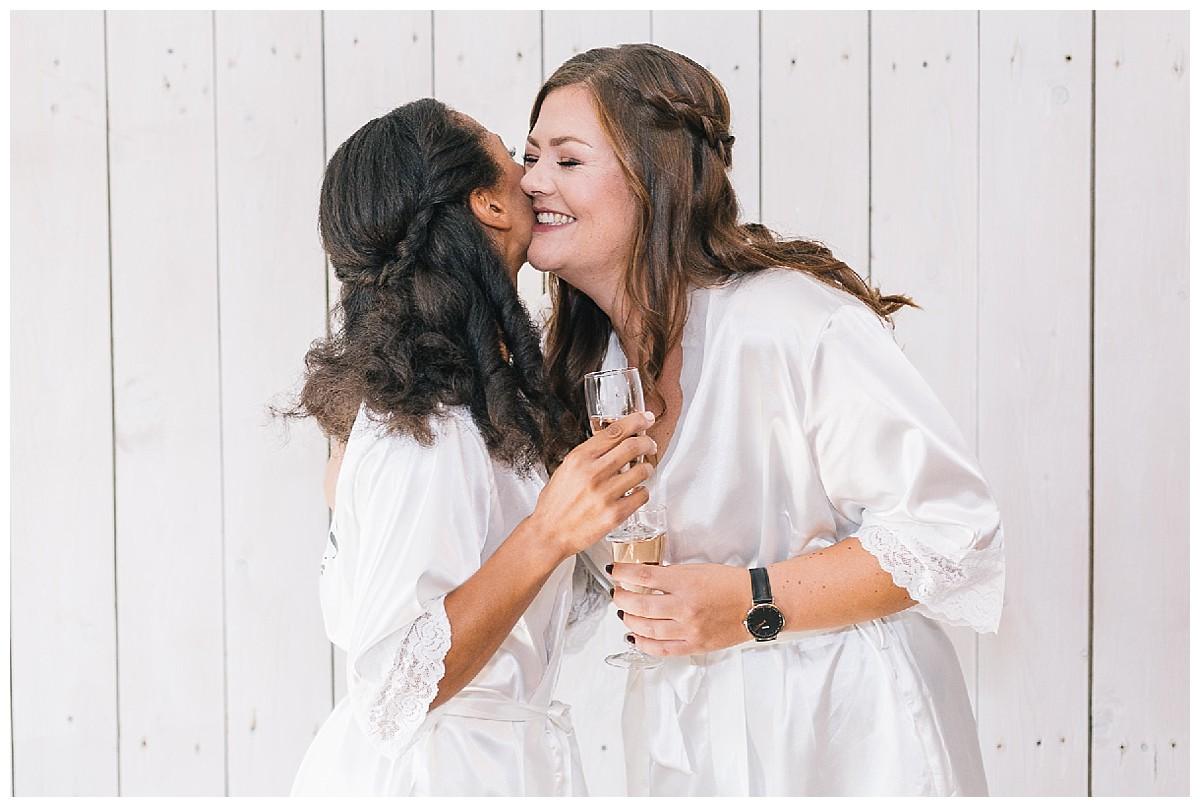 Umarmung Neimeshof Kempen boho Hochzeit freie Trauung Scheunenhochzeit Hochzeitsfotograf Niederrhein Jane Weber