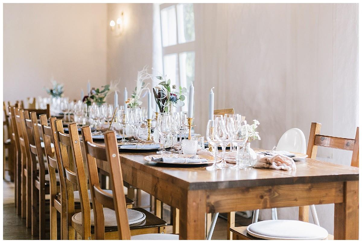Holzstühle Neimeshof Kempen boho Hochzeit freie Trauung Scheunenhochzeit Hochzeitsfotograf Niederrhein Jane Weber