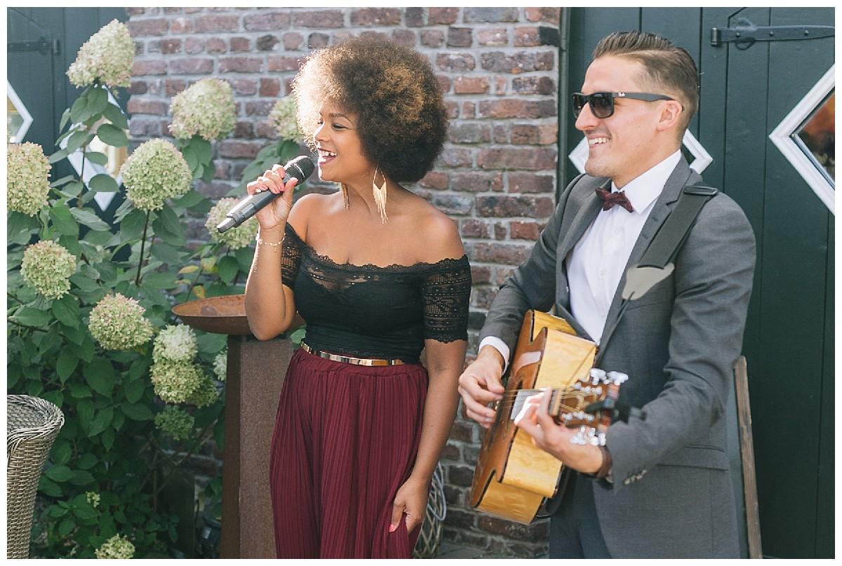 Gitarre und Gesang Neimeshof Kempen boho Hochzeit freie Trauung Scheunenhochzeit Hochzeitsfotograf Niederrhein Jane Weber