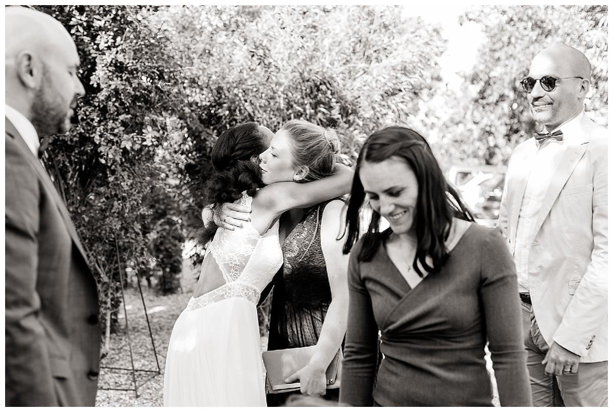 Umarmungen Neimeshof Kempen boho Hochzeit freie Trauung Scheunenhochzeit Hochzeitsfotograf Niederrhein Jane Weber