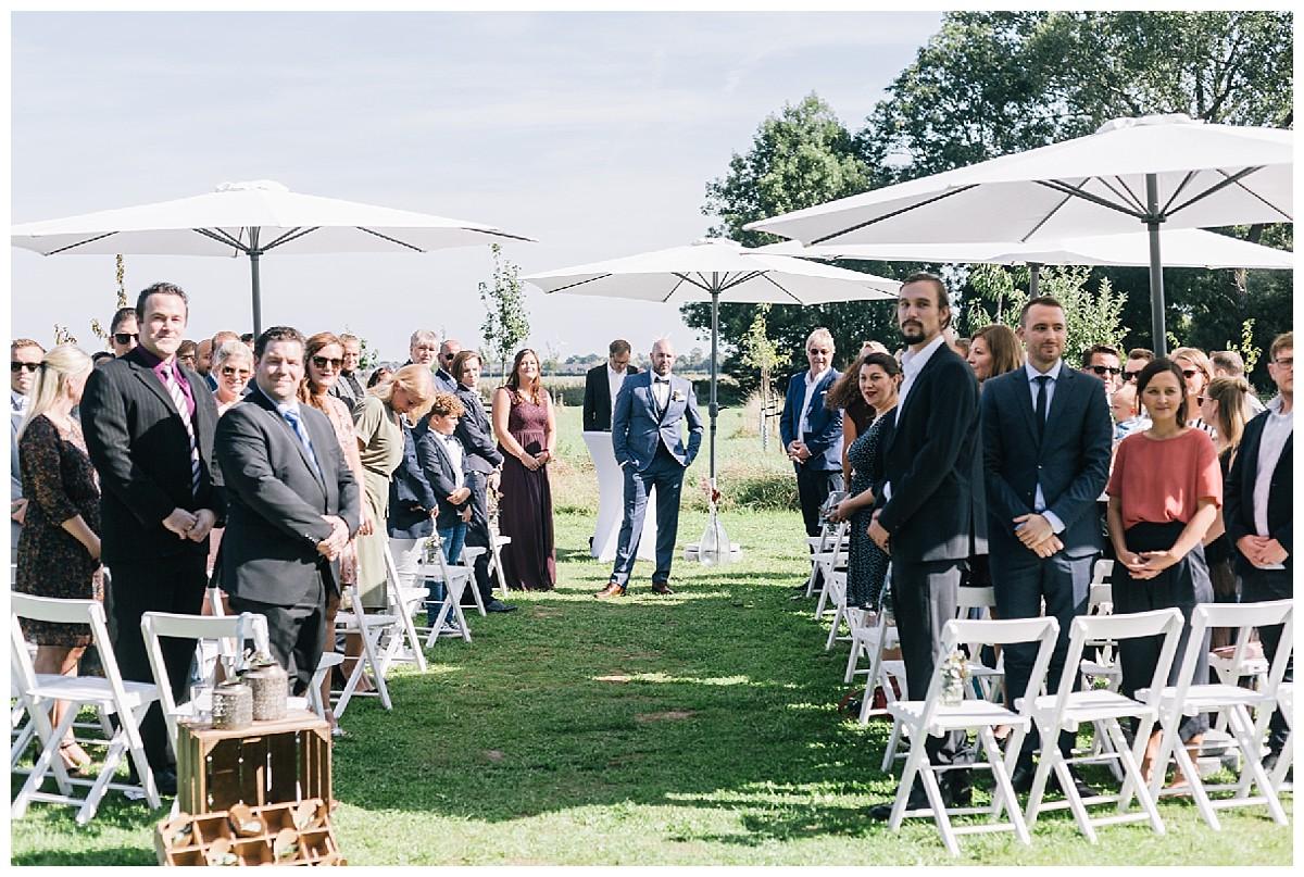 freie Trauung outdoor Neimeshof Kempen boho Hochzeit freie Trauung Scheunenhochzeit Hochzeitsfotograf Niederrhein Jane Weber