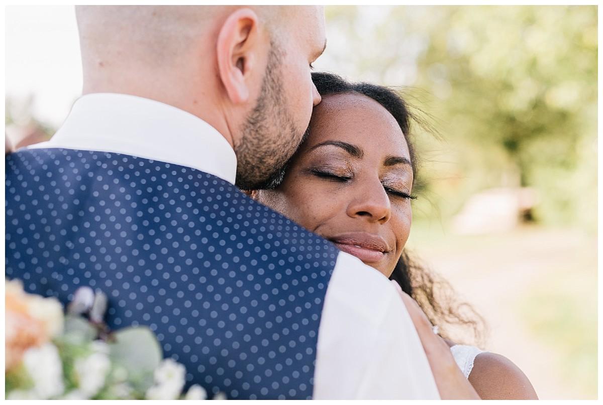 boho chic couple Neimeshof Kempen boho Hochzeit freie Trauung Scheunenhochzeit Hochzeitsfotograf Niederrhein Jane Weber