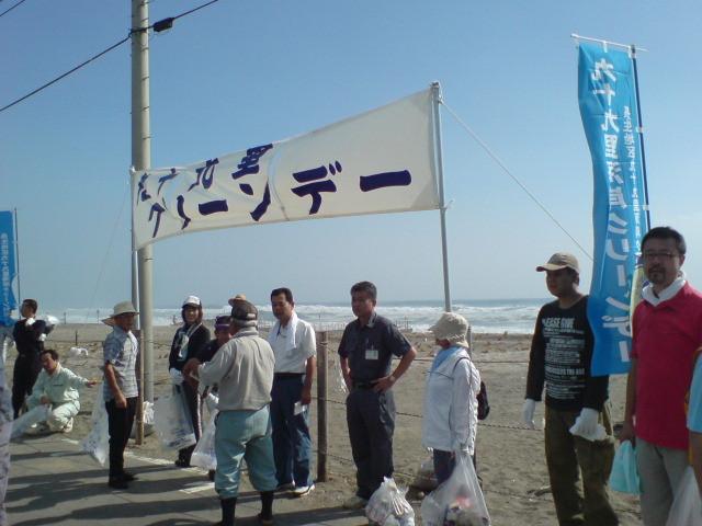 長生村村長も参加して、いよいよ清掃開始。