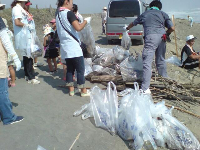 たくさんのゴミが集積場に集まりました。