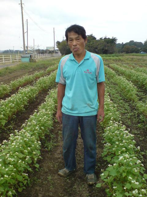 中村さんの畑にはお蕎麦が植えられ、きれいな花がさいていました。