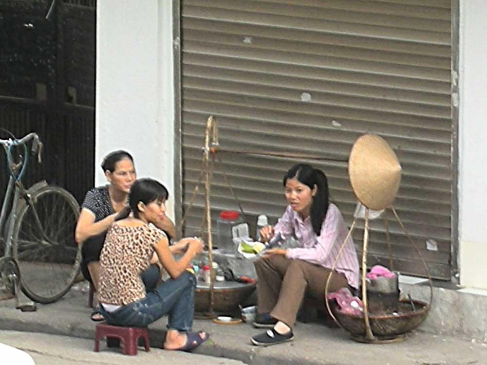 Sie frühstücken auf der Straße