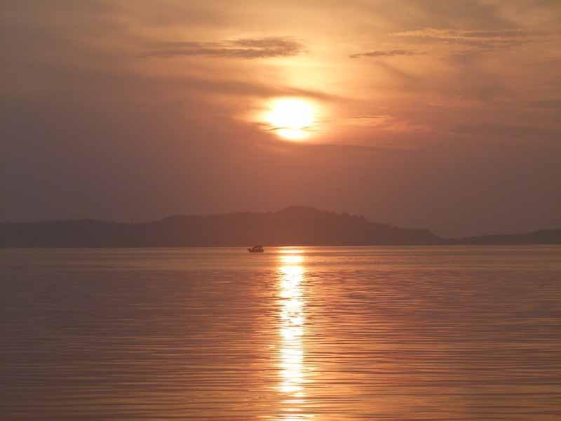 Sonnenuntergang vor der Insel Komodo