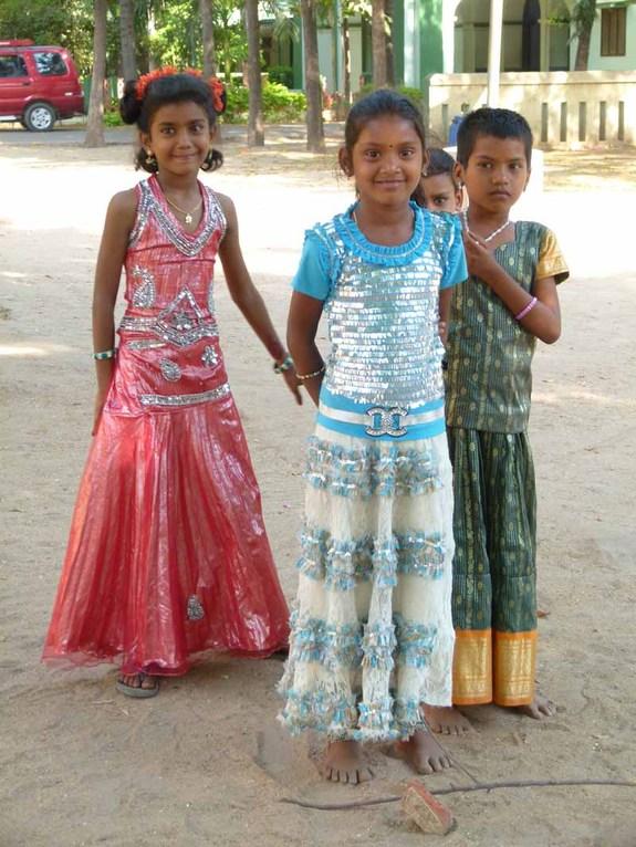 Kinder im Kirchhof