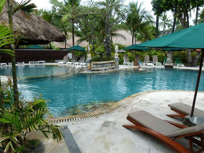 Großer Pool