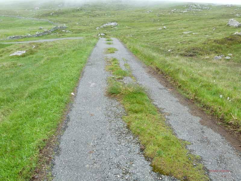 Straße im hinteren Bereich - 10 km/ max.