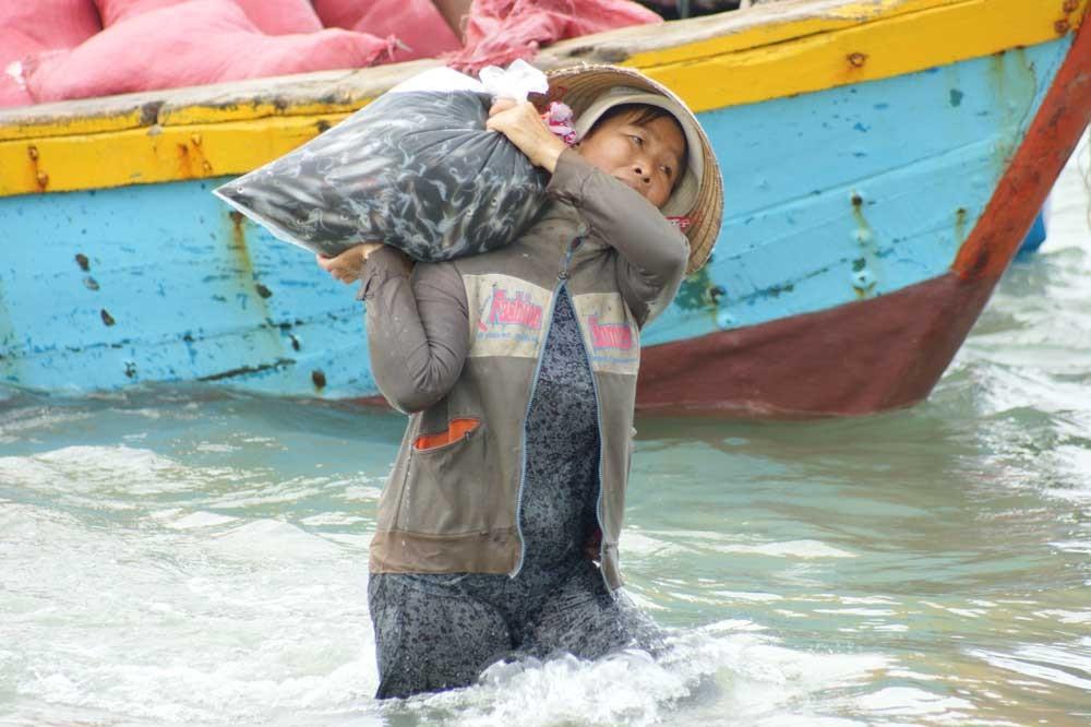 Entladen der Fischerboote