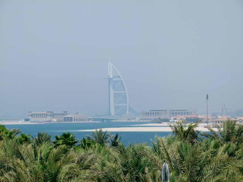 Linkerhand das Burj al Arab