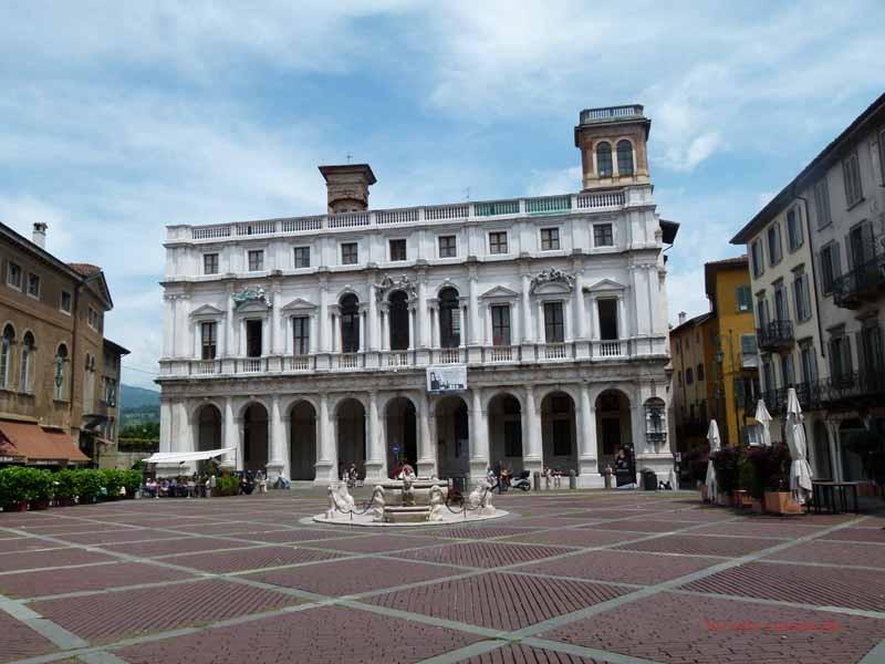 Bergamo Oberstadt- das Rathaus an der Piazza