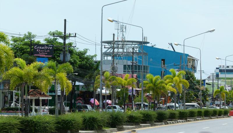 Hauptstraße in Khao Lak