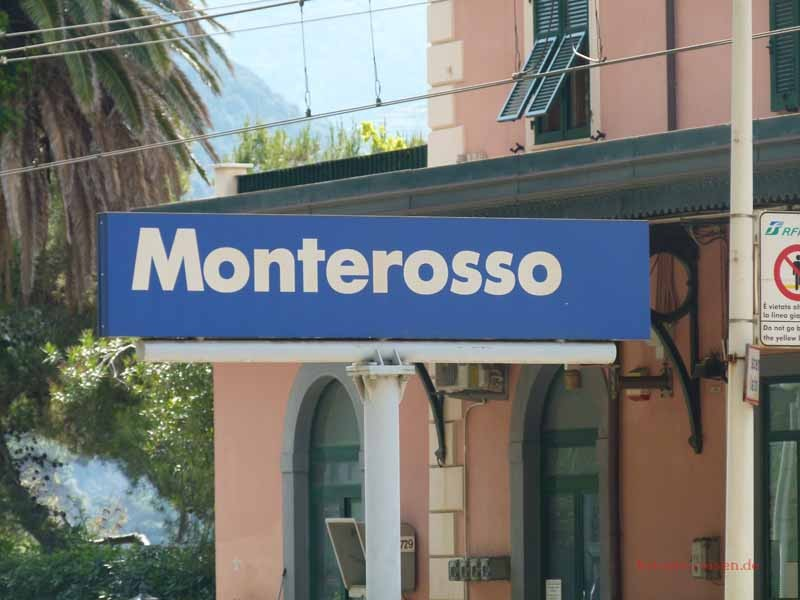 Wir landen versehentlich wieder in Monterosso dank dem Schnellzug