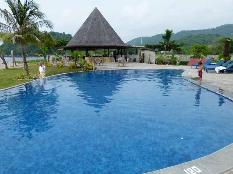 Schöner Pool, aber nichts für Unsportliche