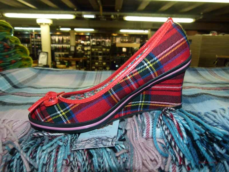 Wie wäre es mit schottischen Schuhen ?