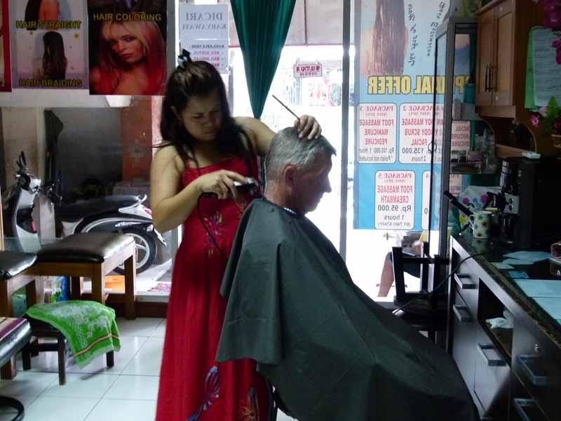 Modischer Haarschnitt für 3,50 €