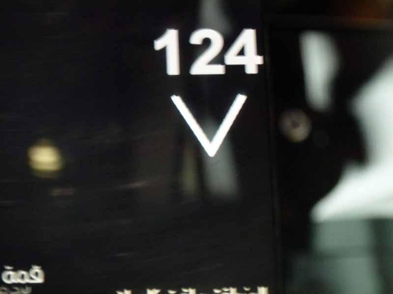 Wir fahren in das 124. Stockwerk