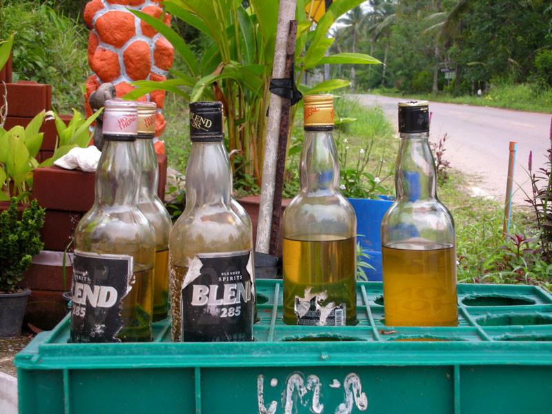 Benzin wird in kleinen Mengen verkauft
