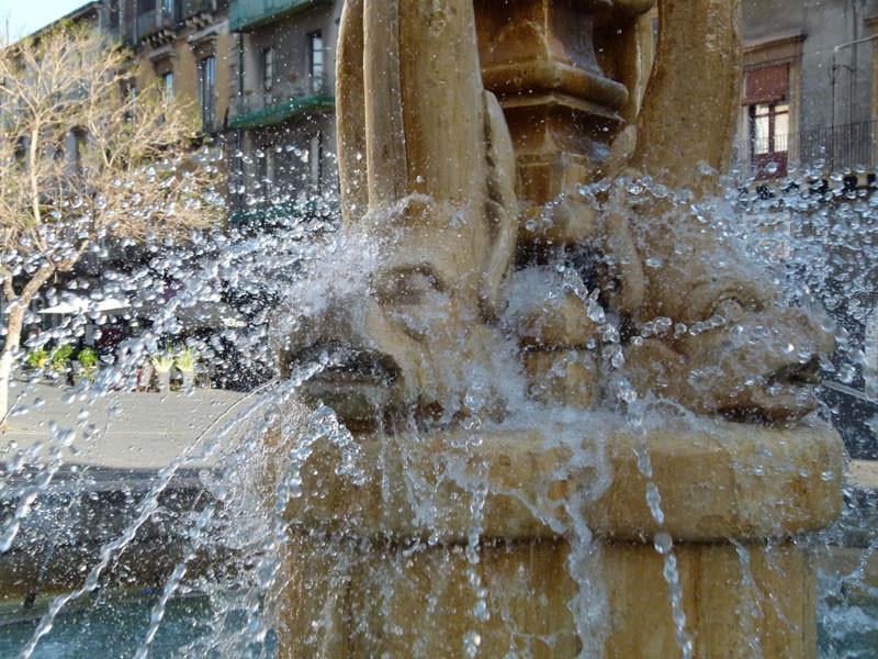 Ein Brunnen auf der Piazza