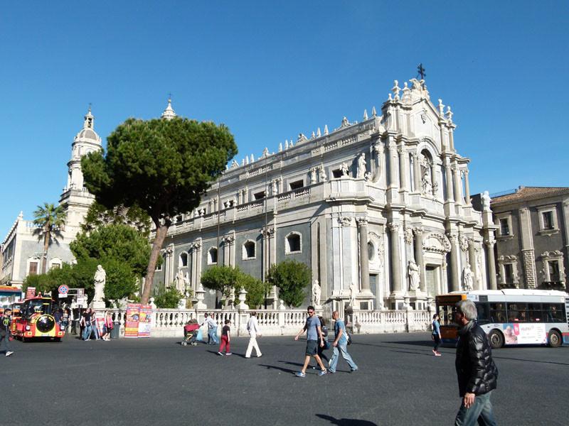 Das Prunkstück der Stadt, der Duomo