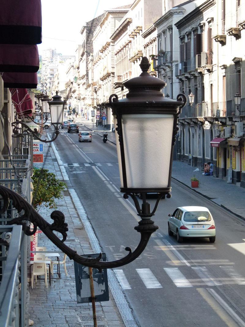 Blick auf Catanias Hauptstraße, die Via Etnea