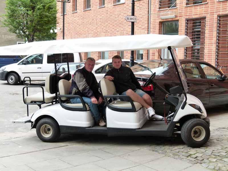 Mit dem Elektroauto auf Stadtrundfahrt