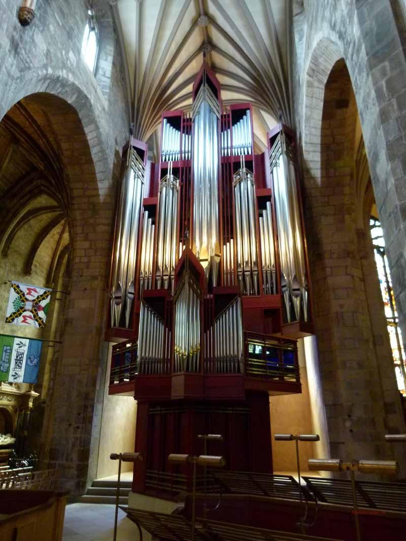 und die prächtige Orgel