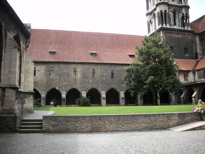 Naumburger Dom - Innenhof