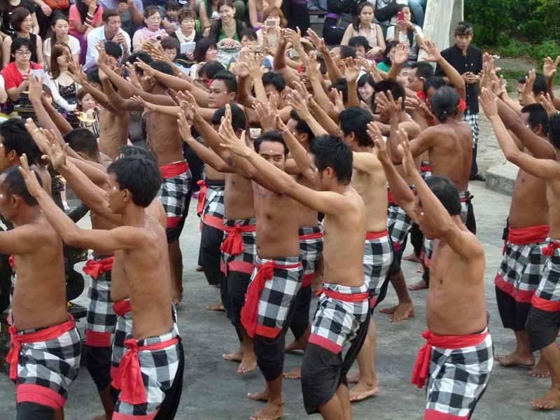 Der Kecak Tanz beginnt