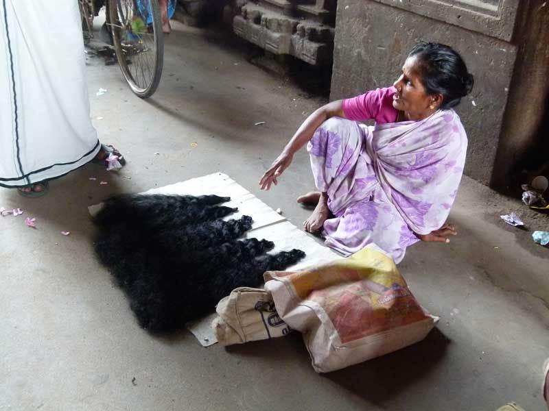 Sie verkauft Haare