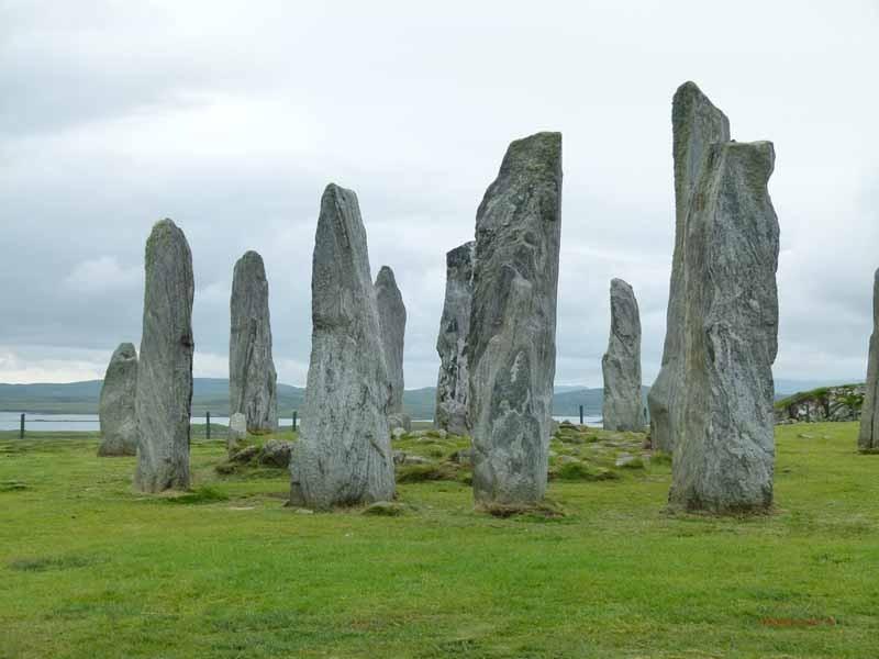 47 ring- und kreuzförmig angelegte Steine