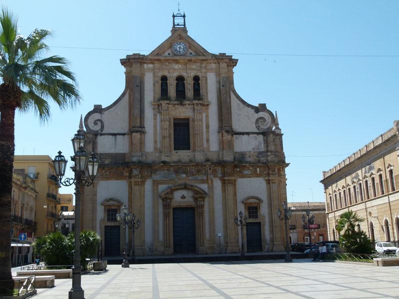 Gegenüber eine Kirche