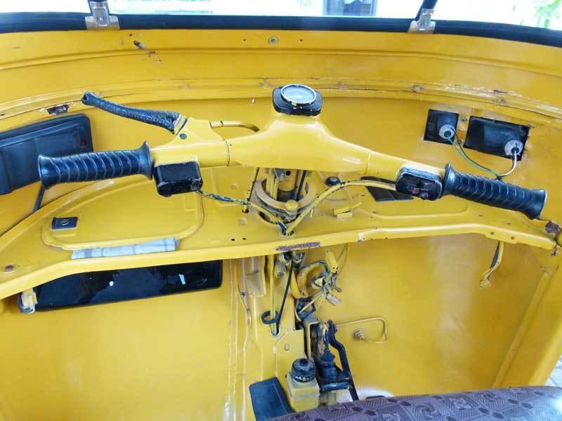 Das Cockpit eines Tuc-Tuc