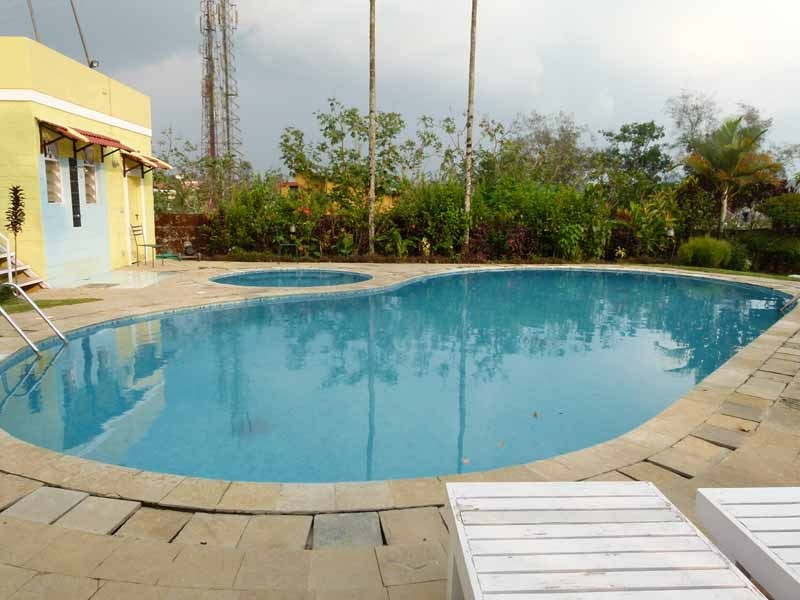 Erfrischend das Wasser im Pool